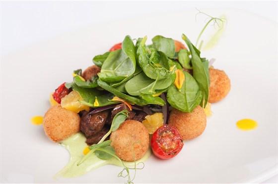 Ресторан 16th Line - фотография 9 - Меню. Салат из куриной печени с маслом из облепихи и драконьими язычками