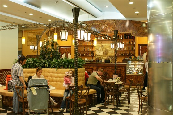 Ресторан Vienna - фотография 3 - Vienna cafe, аэропорт Домодедово, зона вылета международных рейсов
