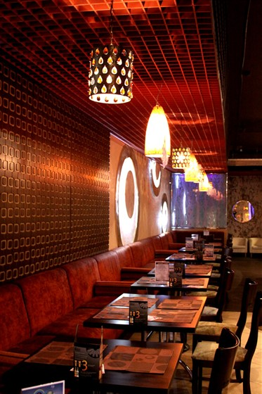 Ресторан Капли - фотография 4 - Столики в основном зале