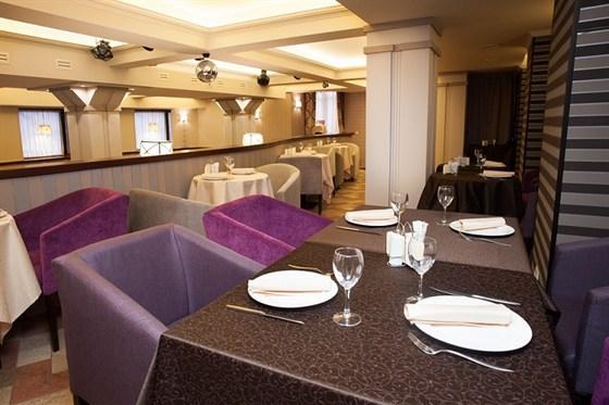 Ресторан Ротонда - фотография 5 - большой зал ( вид с  балкона )