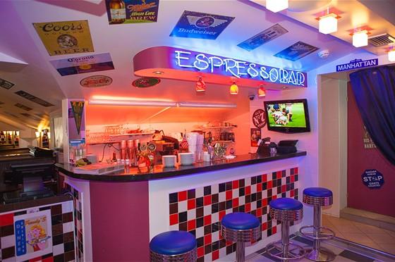 Ресторан Frendy's - фотография 16 - Стойка бара