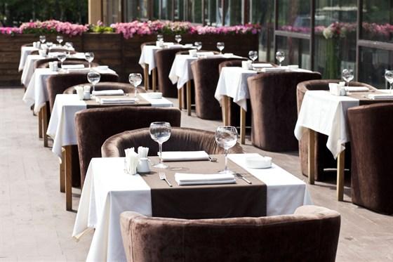 Ресторан Де Марко - фотография 8 - Летняя веранда.