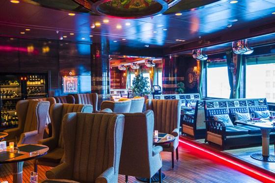 Ресторан Лодка - фотография 15 - Основной зал