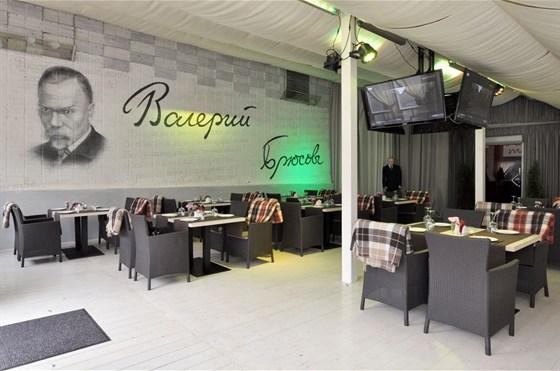 Ресторан Брюсофф - фотография 1 - Летняя веранда