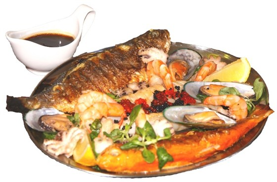 Ресторан Бир Хоф - фотография 40 - Рыбный фест: жареные форель и сибас, мидии, тигровые креветки, каракатицы, молодые осьминоги, филе кальмара.
