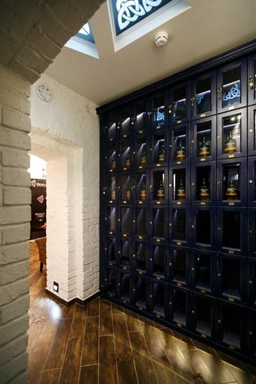 Ресторан Whisky Rooms - фотография 13 - виски-депозитарий