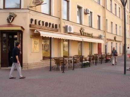 Ресторан Veritas - фотография 7 - Вход в ресторан VERITAS и летняя веранда