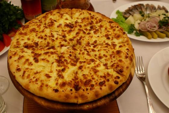 Ресторан Бельведер - фотография 3 - Хачапури Мегрелский- руб.