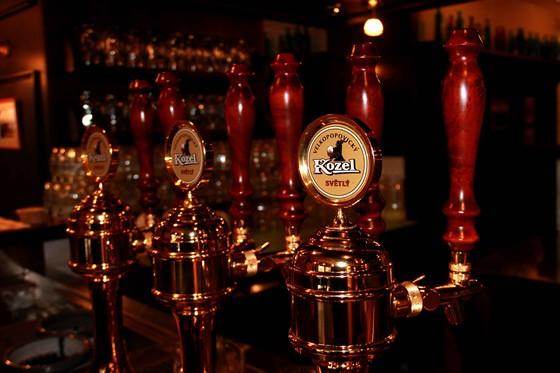 Ресторан Козловица - фотография 4 - Здесь разливают пиво