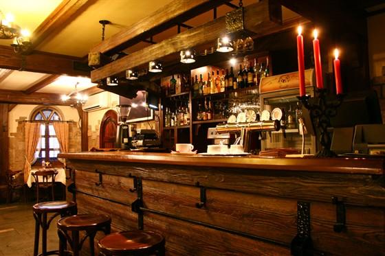 Ресторан Монетный двор - фотография 3 - Бар. Отличное место, если вы ожидаете друзей, и желаете выпить бокал-другой живого пива!