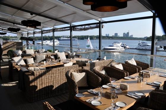 Ресторан Tribune - фотография 4 - веранда 150 кв. м на 100 гостей