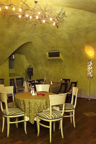 Ресторан Свои люди - фотография 3 - Малый зал