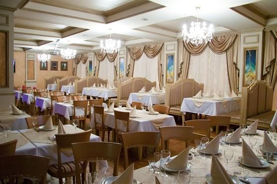 Ресторан Sochi - фотография 2 - Общий зал на 130 посадочных мест