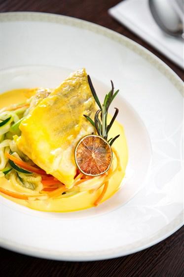 Ресторан Дягилев - фотография 7 - Судак томленный в сметанном соусе с овощами на пару