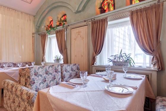 Ресторан Абрикос - фотография 5 - основной зал