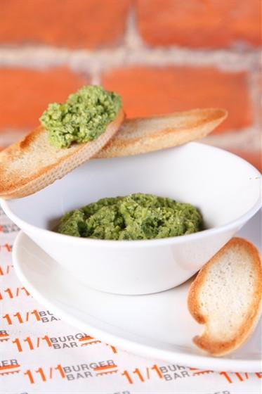 Ресторан 11/1 - фотография 15 - Хумус из зеленого горошка