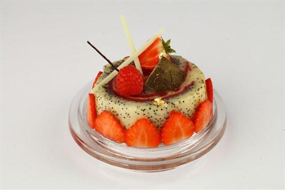 Ресторан Кондитерская «Пушкин» - фотография 15 - Маковой рулетъ, творожнымъ кремомъ дополненной.