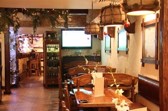 Ресторан Bierloga - фотография 3 - зал с пианино
