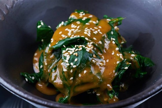 Ресторан Buba by Sumosan - фотография 1 - Припущенный шпинат с ореховым соусом