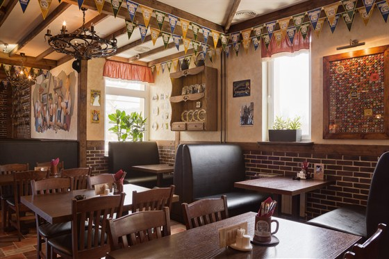 Ресторан Ганс и Марта - фотография 3 - Первый этаж, проведение тематических вечеринок!