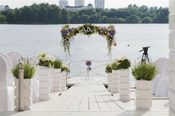 Ресторан Royal Bar - фотография 17 - Свадебный алтарь у воды