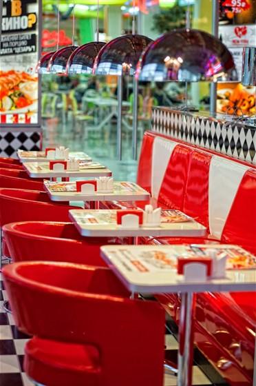 Ресторан New York - фотография 3 - Новый ресторан New York в ТРЦ Фантастика (Родионова, 187. 2-й этаж, слева от зоны фуд корта). Открыт с 23 сентября 2011 года