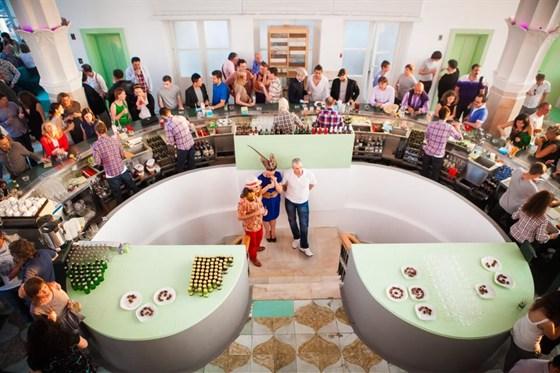 Ресторан Timeout Rooftop Bar - фотография 4 - Коктейльная атмосфера.