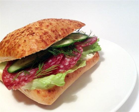 Ресторан Сэндвич-бар - фотография 24 - сэндвич с салями и сыром рикотта