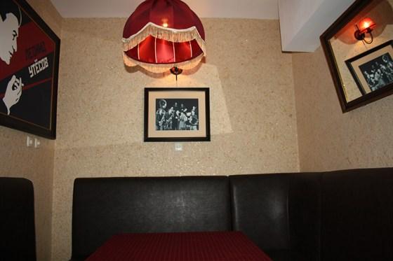Ресторан Утесофф - фотография 4 - Интерьер наполненый духом времени.