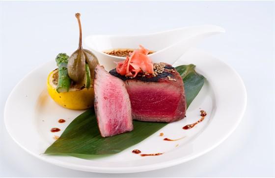 Ресторан Chicago Prime - фотография 6 - Cтейк филе миньон из красного тунца