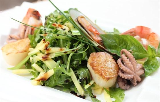 Ресторан Донна Клара - фотография 20 - Салат с морепродуктами