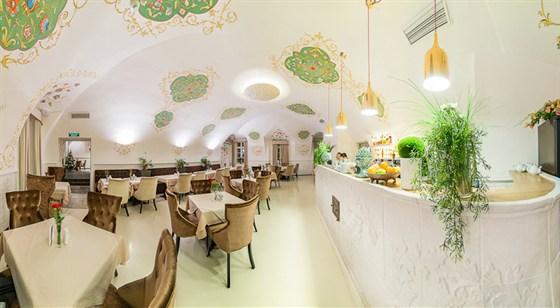 Ресторан Братья Третьяковы - фотография 1 - Большой зал с баром. Для курящих. Бесплатный wifi.