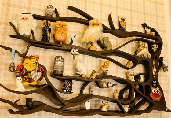 Ресторан Сова - фотография 4 - Музей сов. Каждый гость может пополнить его своей совушкой и за это получить пирожное в подарок.