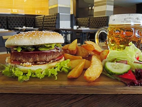 Ресторан The Stratford Pub - фотография 2 - классический бургер