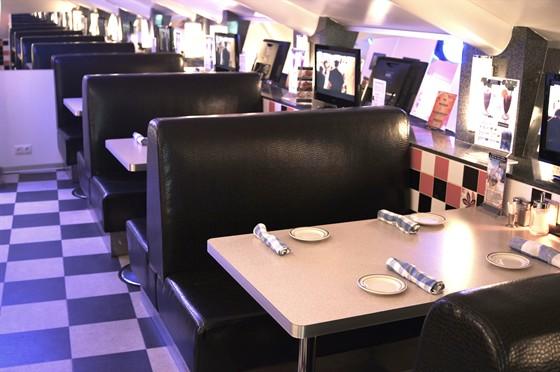 Ресторан Frendy's - фотография 8 - Booth seats
