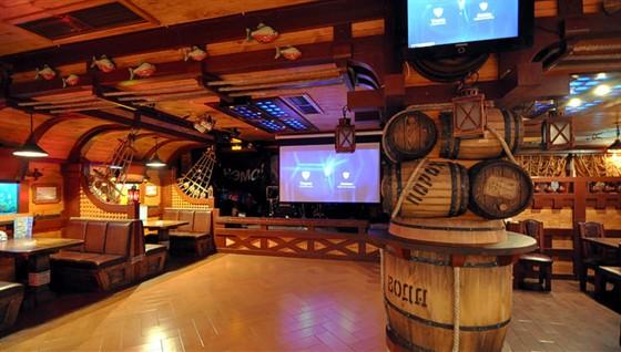 Ресторан Трюм - фотография 2 - Все спортивные трансляции на большом экране