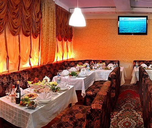 Ресторан Терраса на Гребном - фотография 4 - Красный зал