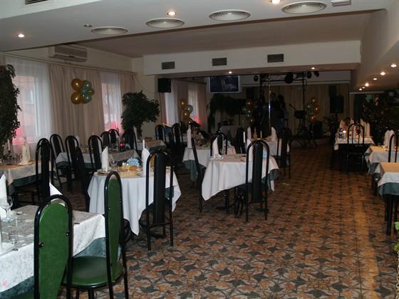 Ресторан Зеленый мыс - фотография 2 - ТАК ВЫГЛЯДИТ ЗАЛ
