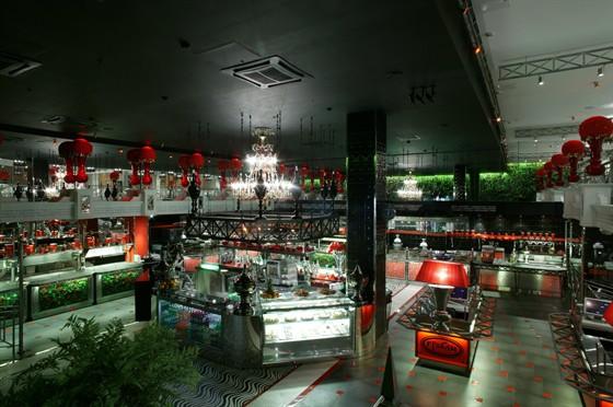 Ресторан Грабли - фотография 1 - Интерьер Граблей на Тульской напоминает лондонские рестораны. Модный дизайн.
