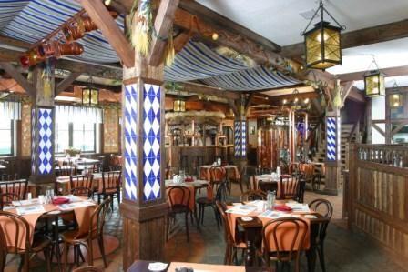 """Ресторан Карл и Фридрих - фотография 13 - Зал ресторана-пивоварни """"Карл и Фридрих"""""""