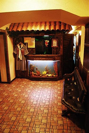 Ресторан Старый дом  - фотография 4 - Гардероб
