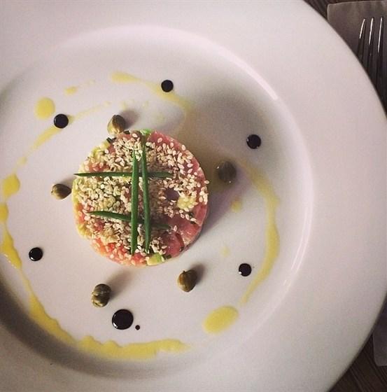 Ресторан Букинист - фотография 5 - Нежнейший тартар из тунца