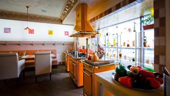 Ресторан Polenta - фотография 7 - Открытая кухня - место проведения мастер-классов и гастрономических представлений