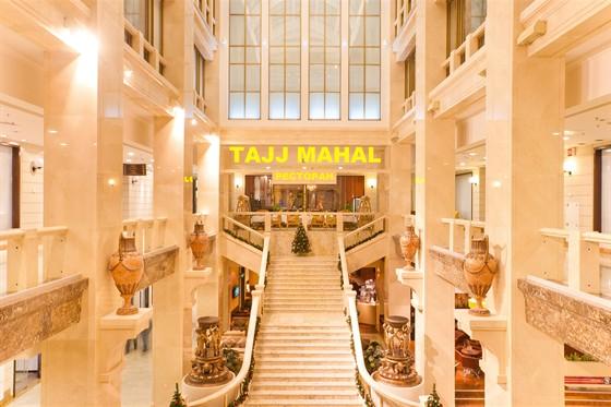 Ресторан Tajj Mahal - фотография 1 - главный вход к ресторану