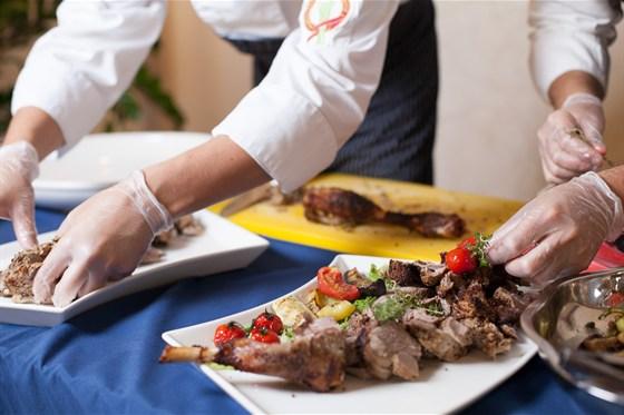 Ресторан Променад  - фотография 10 - приготовление блюд на банкет