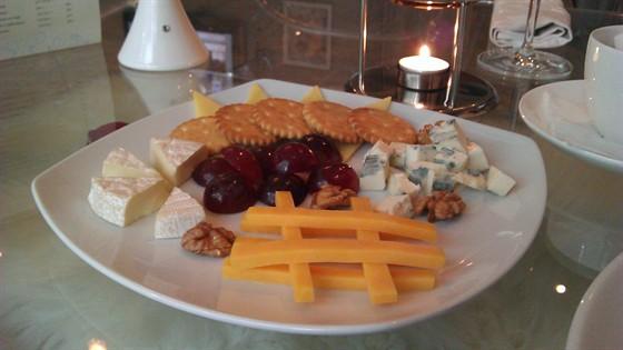 Ресторан Колесо времени - фотография 17 - сырное ассорти