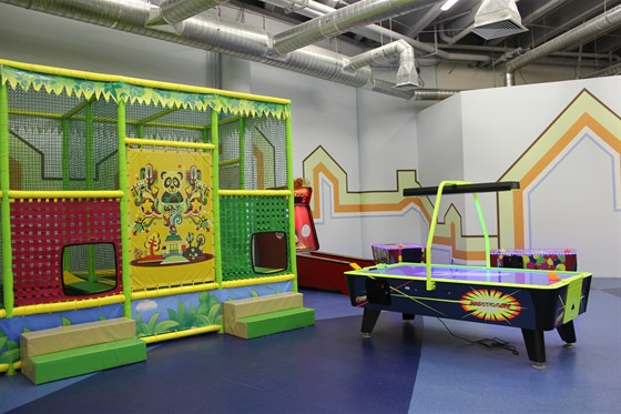 Ресторан Прыг-скок - фотография 1 - батуты и автоматы-входят в стоимость посещения.