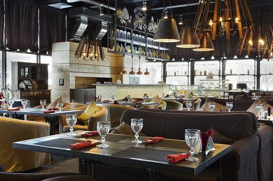 Ресторан Сытый лось - фотография 13 - основной зал