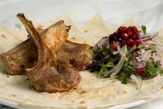 Ресторан Жажда вкуса - фотография 9 - Шашлык из бараньей корейки. Очень вкусно!