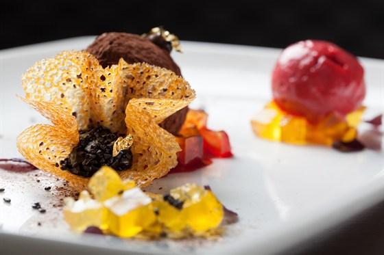 Ресторан Tribeca - фотография 13 - Трюфель с лесной ягодой 520 рублей